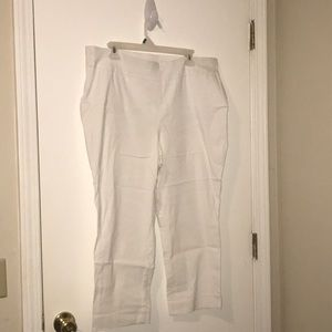 So Slimming crop pants by Chico's